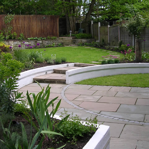 Garden layout designs small large courtyard gardens for Garden designs and layouts