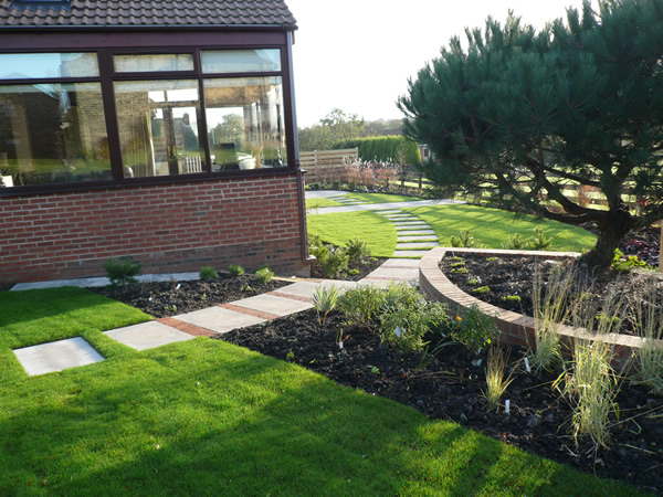 courtyard small garden design l shaped garden - Garden Design Knaresborough