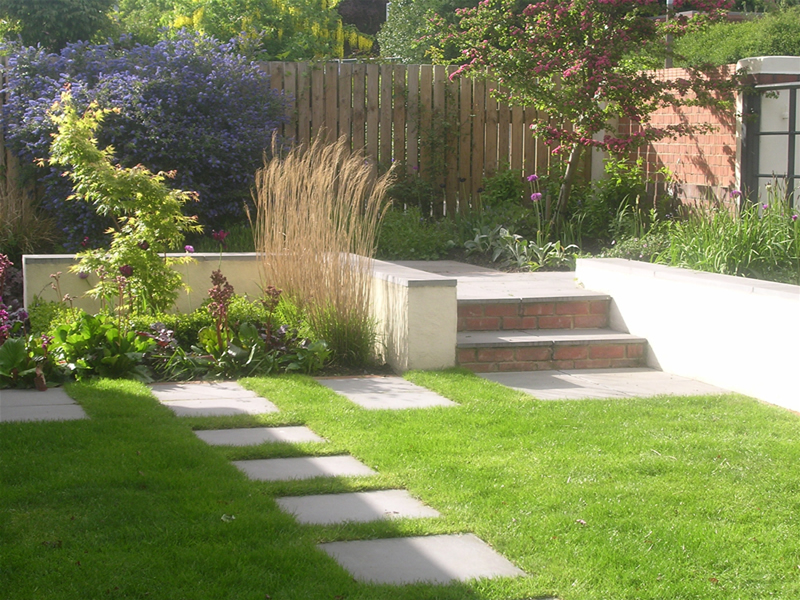 Garden layout designs small large courtyard gardens for Front landscape design
