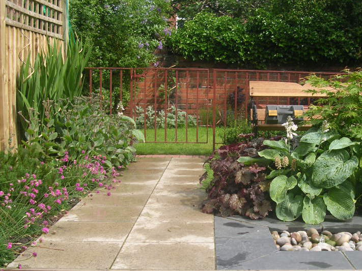 Long terrace garden for Garden design yorkshire